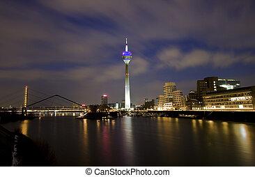 Hafen Duesseldorf - Nacht,Wolken,Wasser