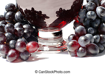 grape juice in the glass and ripe grapes.