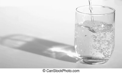 Trickle of water in a super slow motion empty a glass...