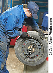 machanic repairman at tyre balancing adjustment
