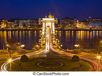 The famous historic Szechenyi Bridge in Budapest. - The...
