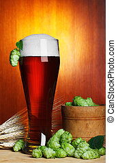 Cerveja, esperança, trigo, ainda-vida