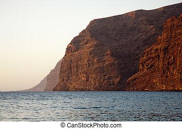 Los Gigante sightseen - Rocky coast on tenerife east coast....