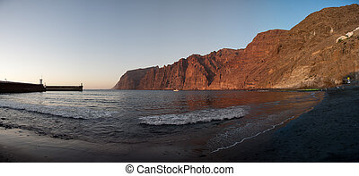 Los Gigante sightseen - Rocky coast on tenerife east coast....