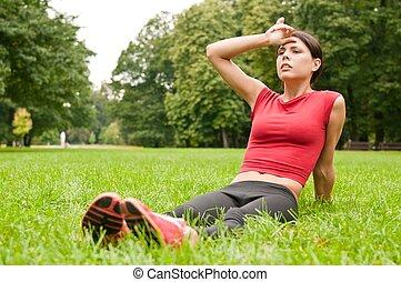 relaxe, capim, -, cansadas, mulher, após, desporto