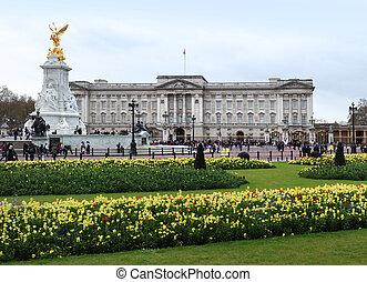 Buckingham Palace in spring - Buckingham Palace, London, UK