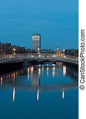 Dublin at night - stunning nightscene with Hapenny bridge...