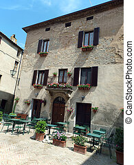 The town of Pienza is a small pearl in the Tuscan...