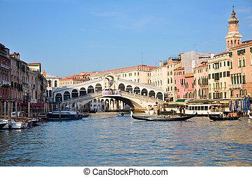 Ponte di Rialto Venezia - A view of Ponte di Rialto from...