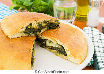 pizza farcita con spinaci e mozzare - delicious stuffed...