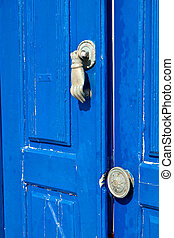 Greek house at Santorini island - Traditional old door of a...