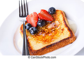 french toast with fresh berries
