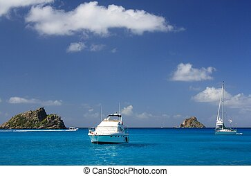 Clear water, yachts and boats - Clear torquoise water,...