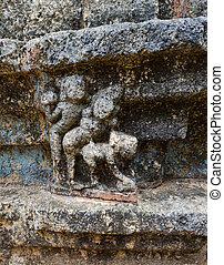 sculptures that adorn the walls - Nalanda Gedige, The centre...