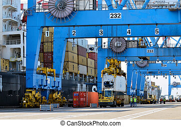 Seaport Freight - Shipping Cargo - A big container vessel in...