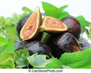 fig - I put  figs in a tray and turned it and took it.