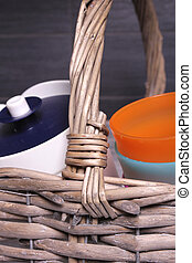 Picknick - Wooden basket with plastic mugs