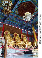 dorado,  Buddha, tres