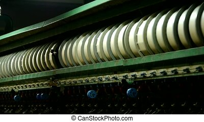 Reeling machine and Textile machine