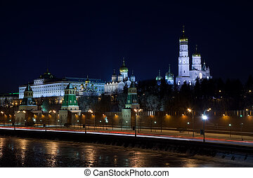 Moscow Kremlin and Moskva River in winter night. Russia -...