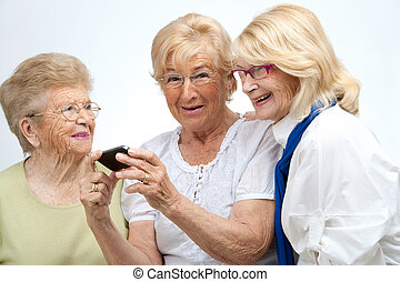 anciano, hembra, amigos, móvil, Dispositivo