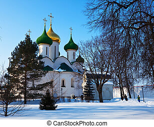 Holy Transfiguration Cathedral ( build in 1594)  of Saviour-Euthimiev monastery  at Suzdal in winter. Russia