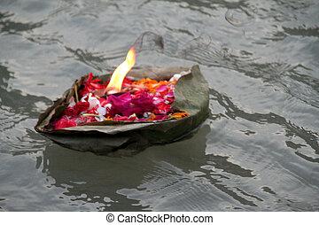 Floating Offering - Evening Aarthi Programme, Har-ki-Pauri...