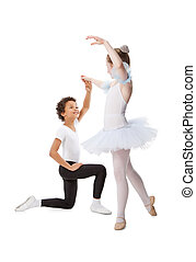 interracial, niños, juntos, bailando