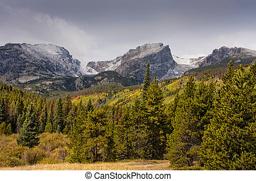 Rocky Mountain National Park - Autumn storm in Rocky...