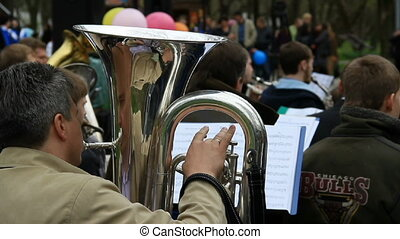 Man with french horn closely
