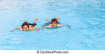 dos, amigos, natación, piscina