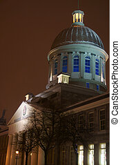 Marche Bonsecours at night
