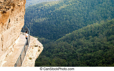 Blue Mountains Walkway - Young woman on the National Pass...