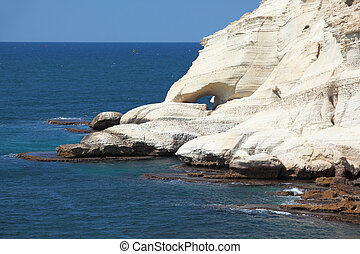 . White rocks and grottoes Rosh-a-Nikra. Picturesque sea -...