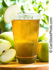 apple juice jwith fresh fruits