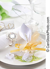 Wedding place setting in white nad golden tone