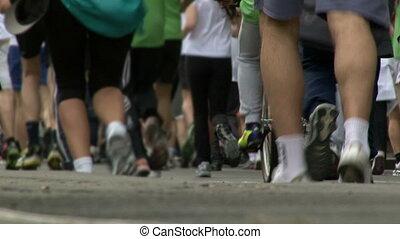 Marathon, people, back legs - Marathon, people, low angle...