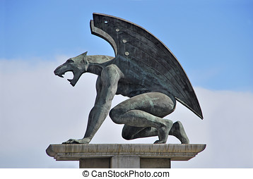 Big gargoyle - One of the four guardian gargoyles over Pont...
