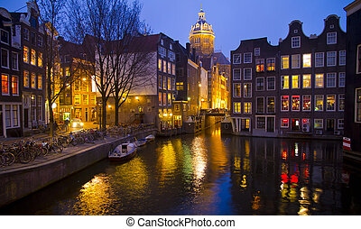 Amsterdam canal and highest point - Night scene Night scene...