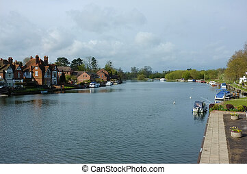 Thames landscape - The Thames at Marlow, Buckinghamshire