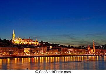 budapest fischerbastei nacht - skyline of budapest with...