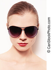 Girl in sunglasses - Portrait of young woman in stylish...