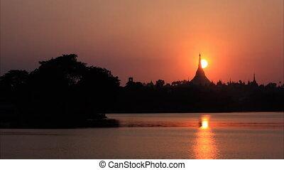 Shwedagon Pagoda sunset timelapse