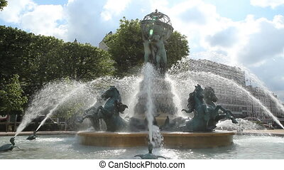 Fontaine de l'Observatoire. - Monumental fountain located...