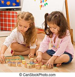 meninas, blocos, tocando