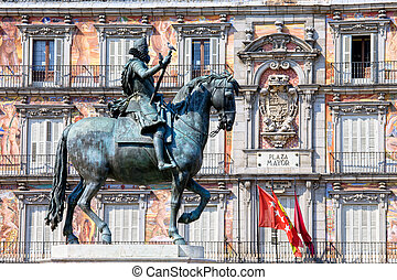 Statue of King Philip III at Plaza Mayor - Bronze statue of...