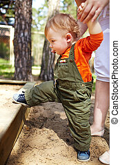 first steps - The first steps of the kid Outdoors