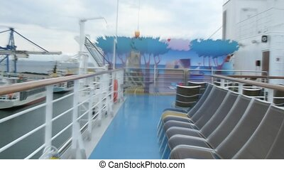 Run in circles around the cruise liner deck