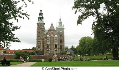 Beautiful Rosenborg Castle, time lapse - Beautiful Rosenborg...