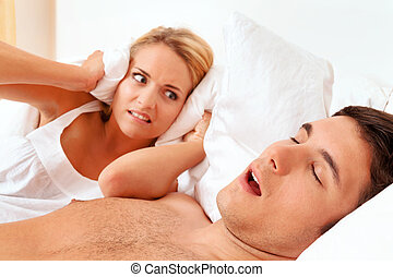 snore while sleeping - couple in scvhlafzimmer husband...